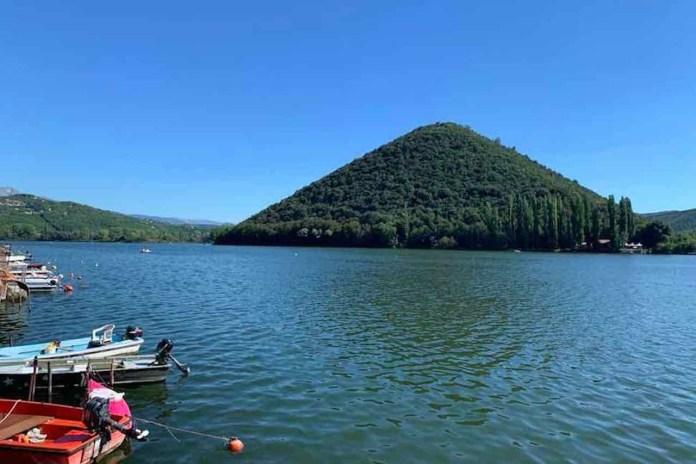Piediluco, la vista dal paese sul lago omonimo