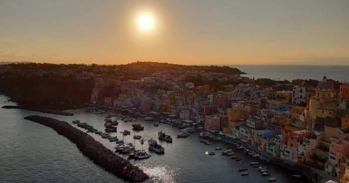 Capitale italiana della cultura 2022, Procida vista dall'alto con il suo porto