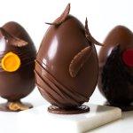 Uova di cioccolato artigianali, tipiche della Pasqua