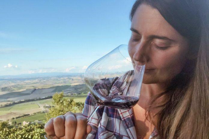 Conoscere il vino, la sommelier e autrice televisiva Isabella Perugini