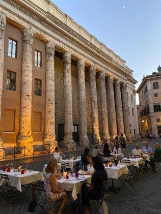 Tavoli all'aperto Osteria dell'Ingegno a Roma centro