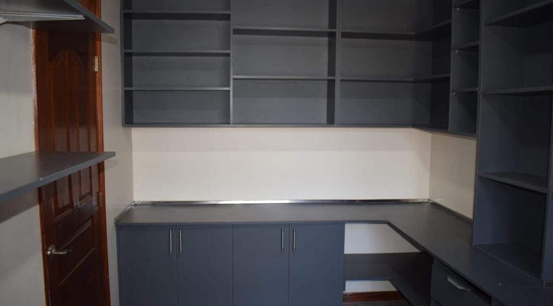 5 Bedroom Maisonette To Let in Kitisuru 7