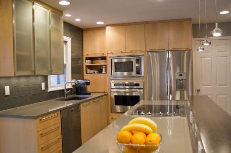 Contemporary Mouser Prizma Natural Maple | Kitchen Gallery Knoxville TN | Standard Kitchen & Bath
