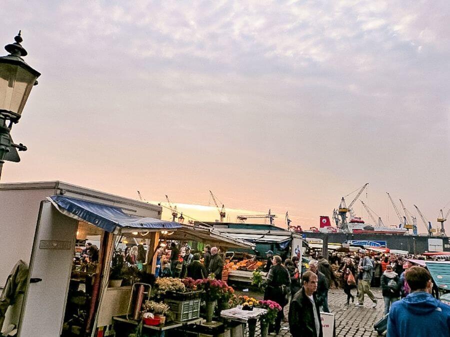 St. Pauli Fischmarkt bij zonsopgang