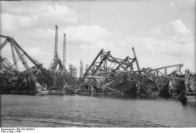 Hamburg, Freie und Hansestadt U.B.z.: die Zerstörung im Hamburger Hafen. Hamburg wurde durch britisch-amerikanische Bombenangriffe, besonders im Juli-August 1943, zu über 50% zerstört Aufnahme 1948 5050-50