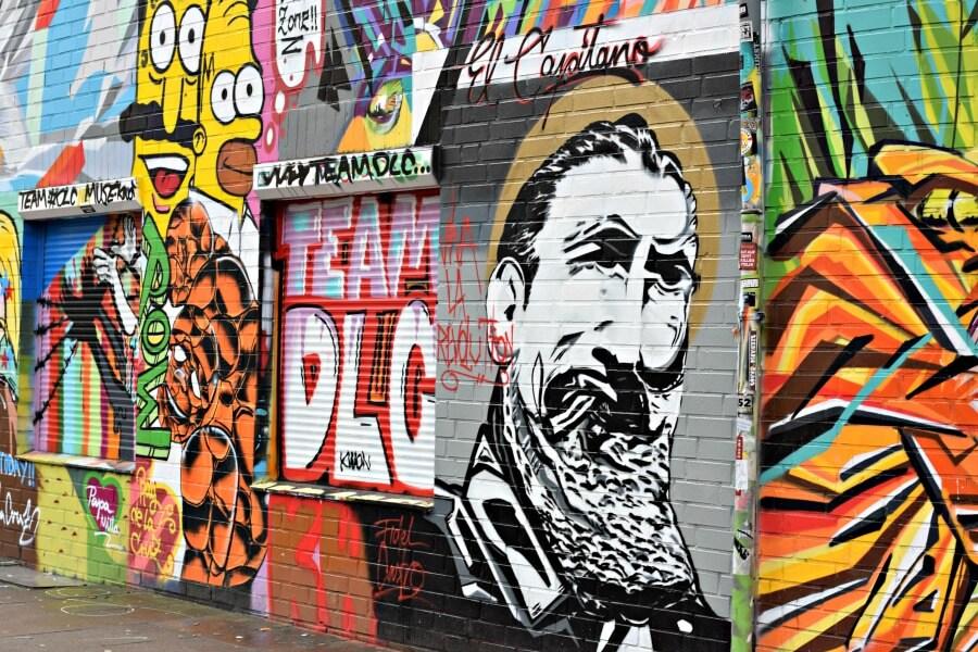 Paul-Roosen-Straße / Talstraße_ street art in St. Pauli