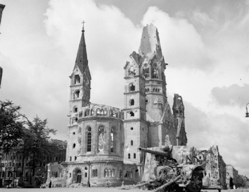 Kaiser Wilhelm Gedaechtniskirche 1945
