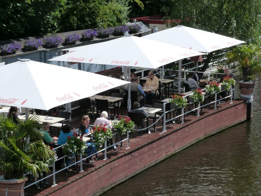 Lentetip: Kaffee und Kuchen op een terras in Hamburg