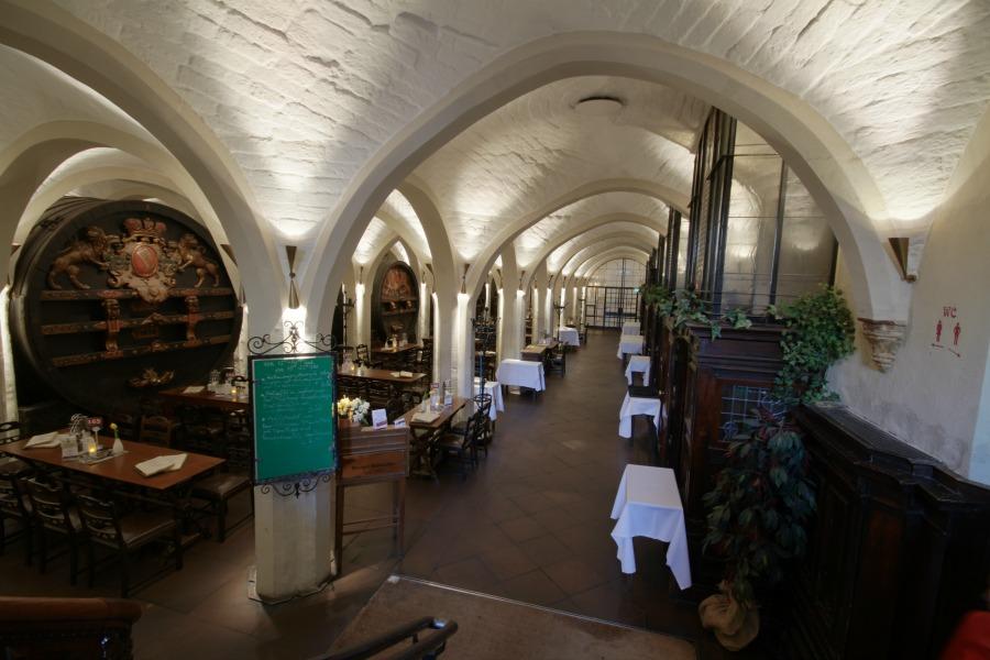 Eten in de ratskeller-bremen_foto-door-andre-schuett_standort-hamburg