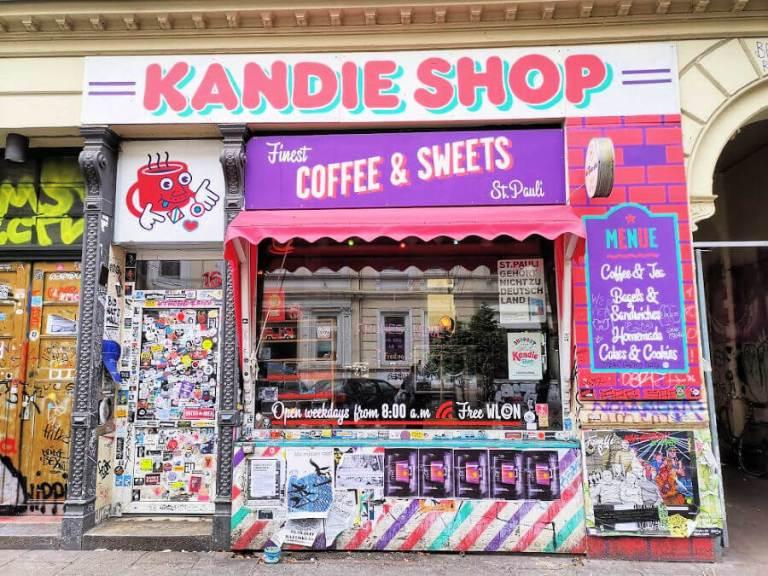 Kaffee und Kuchen bij Kandie Shop in St. Pauli