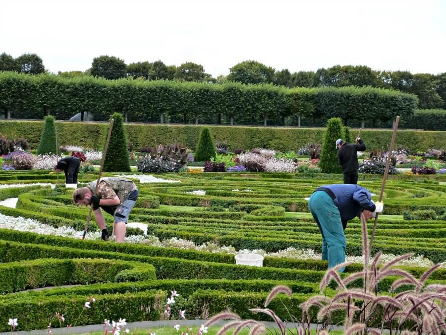 Ook de tuinen van de keurvorstin moeten worden bijgehouden....