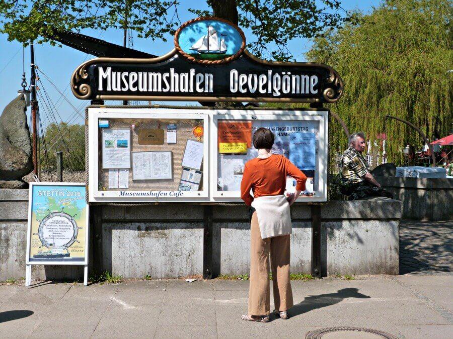 Fietstocht van St. Pauli naar de Falkensteiner Ufer: pauze in de Museumshafen Oevelgönne