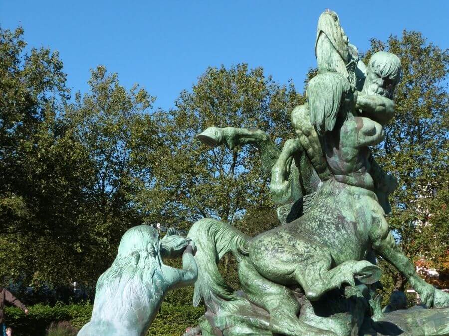 Stuhlmannbrunnen op de Platz der Republik, Altona