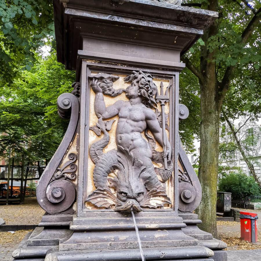 Fonteinen in Hamburg: Triton-fontein am Brunnenhof in St. Pauli