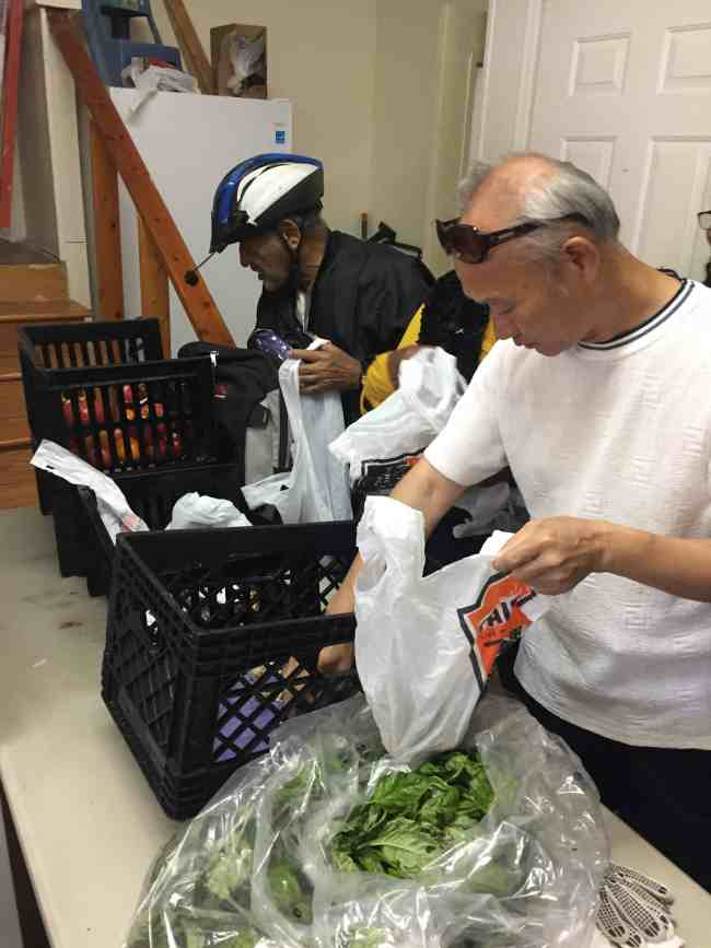 Food pantry helps feed the neighborhood, by Nathan Weiser