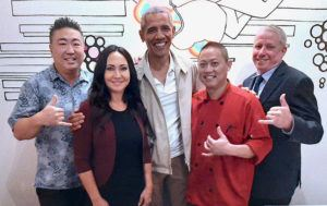 COURTESY YA-YAʻS CHOPHOUSE                                 From left to right: Ho Suk Lee, Hokulani Lee, President Barack Obama, Chef Bo Pathammavong and General Manager Bill Nickerson at Ya-Ya's Chophouse & Seafood in Kakaako Thursday night.