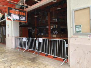 MARK LADAO / MLADAO@STARADVERTISER.COM                                 Hooters is one of two restaurants to close at Aloha Tower this month.
