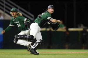 ANDREW LEE / SPECIAL TO THE STAR-ADVERTISER                                 Hawaii's Tyler Murray throws to first base against Washington State tonight.