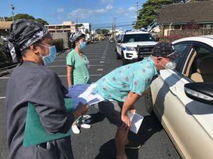 DENNIS ODA /DODA@STARADVERTISER.COM                                 Dr. Scott Miscovich talks to potential candidates for COVID-19 testing at Kalihi Union Church this morning. Hawaii's tally of coronavirus cases rose today by 4 to a total of 625.