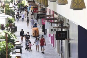 BRUCE ASATO / BASATO@STARADVERTISER.COM                                 Shoppers returned to Ala Moana Center Friday as state and city restrictions ease in light of Hawaii's low coronavirus infection rate.