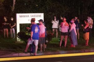 GEORGE F. LEE / GLEE@STARADVERTISER.COM                                 Area residents were evacuated from the Naniwa Gardens Condominium at 6750 Hawaii Kai Drive folowing a fire on Tuesday night.