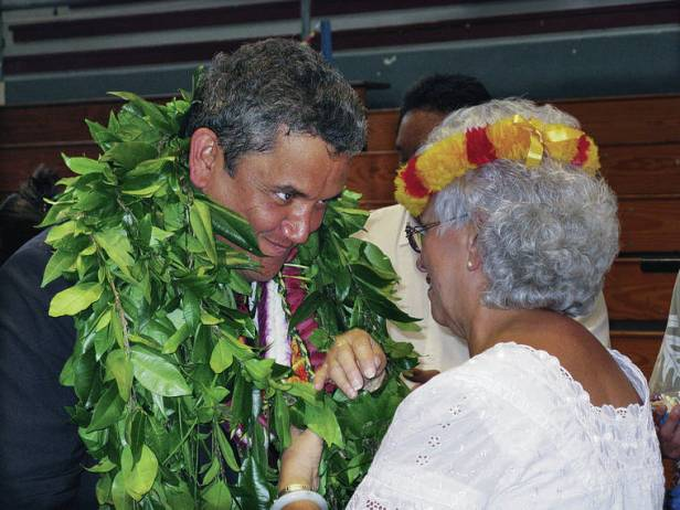 Praise pours in for former Hawaii County Mayor Billy Kenoi
