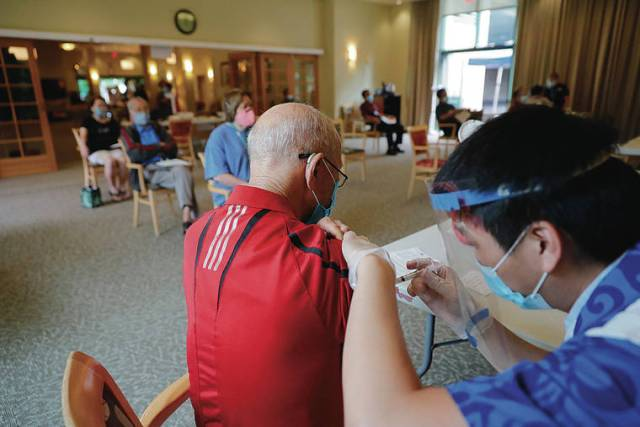 Hawaii seniors, front-line workers next in line for COVID-19 vaccine shots