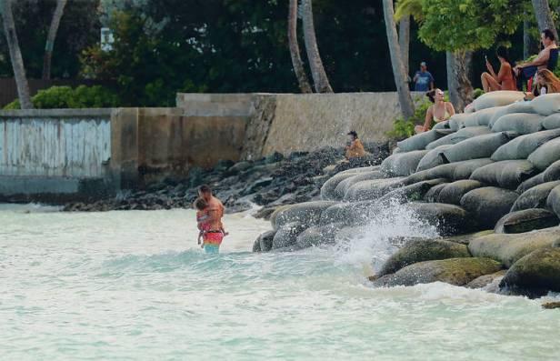 Bills aim to save Hawaii's beaches