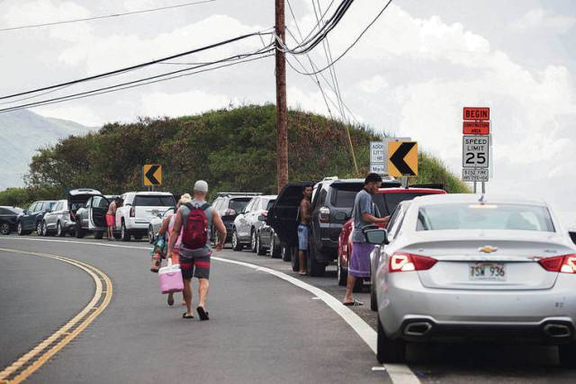 Campaign asks for gates to Keawaula and Pokai bays to be taken down, but military and state cite COVID restrictions for their closures