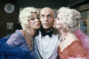"""ASSOCIATED PRESS / 1982                                 Gavin MacLeod with actress Debbie Reynolds and Marilyn Michaels on the set of """"The Love Boat."""" Gavin MacLeod has died. His nephew told the trade paper Variety that MacLeod died early Saturday, May 29."""