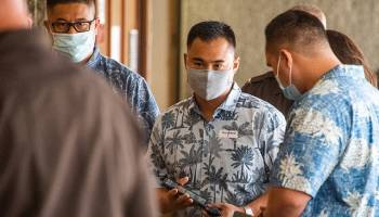 Honolulu police officers charged in fatal shooting appear in court