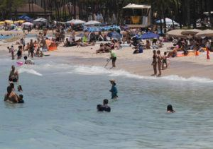 JAMM AQUINO / JAQUINO@STARADVERTISER.COM                                 Throngs of beachgoers were seen at Waikiki Beach on July 5. The Hawaii Department of Health today warned residents and visitors of several sunscreens that have been recalled due to the presence of benzene, which is known to cause cancer in humans.