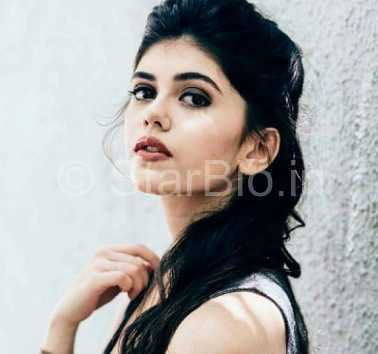 Sanjana Sanghi Height, Weight, Age, Biography, Wiki, Boyfriend, Family