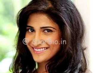 Aahana Kumra Height, Weight, Age, Wiki, Biography, Boyfriend, Family