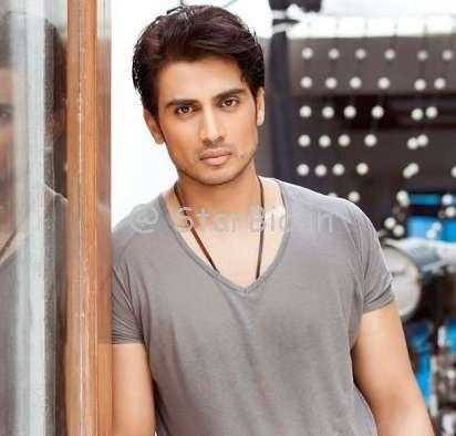 Shiv Pandit Height, Weight, Age, Wiki, Biography, Wife, Family, Profile