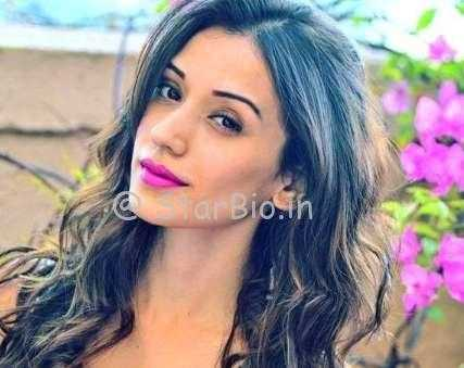 Heli Daruwala Height, Weight, Age, Wiki, Biography, Boyfriend, Family