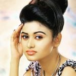 Oviya Height, Age, Weight, Wiki, Biography, Family, Profile
