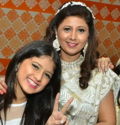 Arshifa with her mother