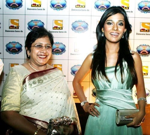 Amrita Rao with her mother