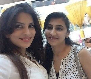 Mansi Sharma with her younger sister