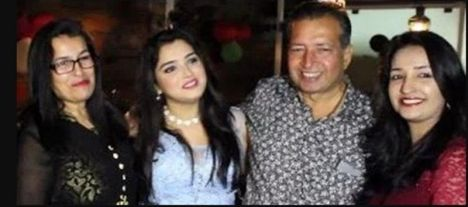 Amrapali Dubey With Her Parents And Sister