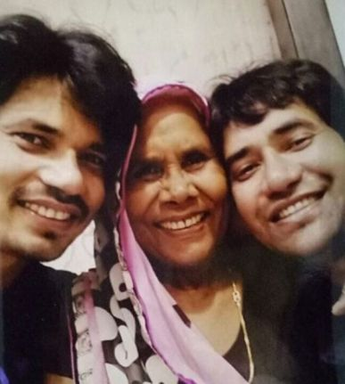 Dinesh Lal Yadav With His Mother And His Brother Pravesh Lal Yadav
