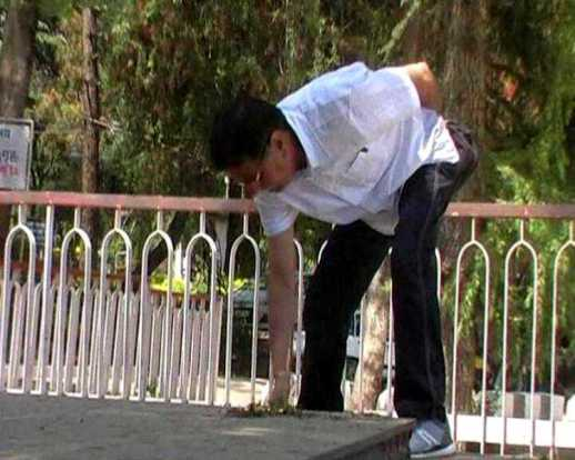 Vikram Batra's Father Cleaning The Statue Of His Son