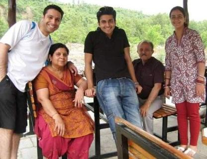 Dheeraj Dhooper with his family