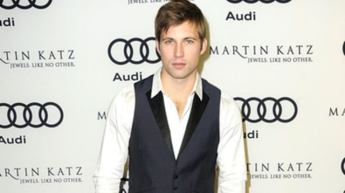 Justin Deeley is dating a beautiful lady