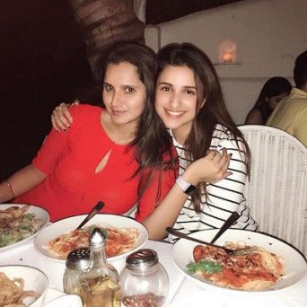 Sania Mirza having food