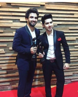 Amaal Mallik Holding His Filmfare Award Along With His Brother Armaan