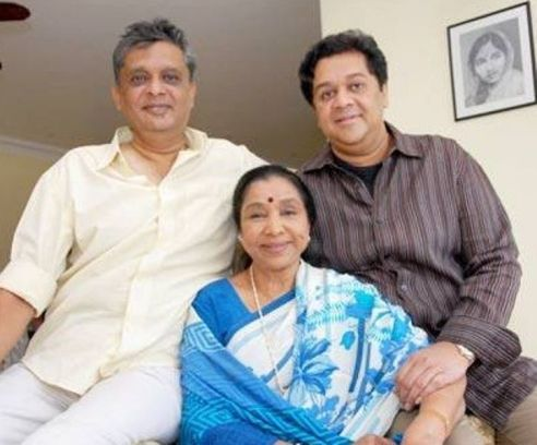 Asha Bhosle With Her Sons, Anand Bhosle And Hemant Bhosle