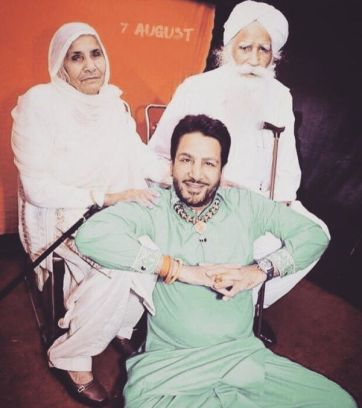 Gurdas Maan with his parents