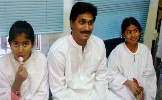 Jaganmohan Reddy With His Daughters Harsha Reddy And Varsha Reddy